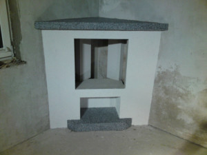 Kamin mit Sockelputz