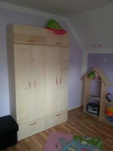 Kleiderschrank für Kinderzimmer