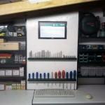 Werkstattregal mit Monitor