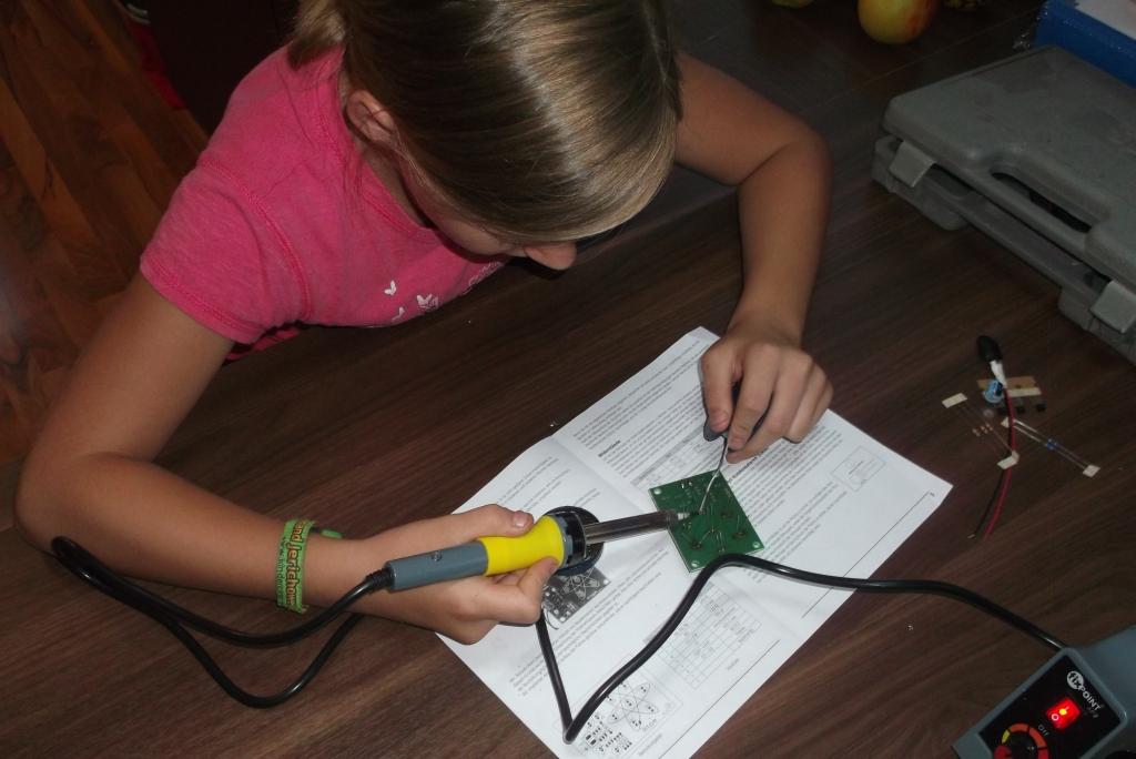 Löten für Kinder – Bausatz elektronischer Würfel