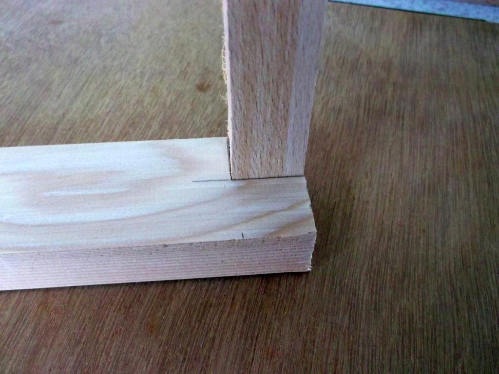 Holzrahmen für die Tafel zusammensetzen