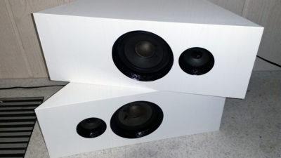 Selbst gebaute Lautsprecher mit Folie bekleben