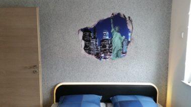 Selbst gebautes Bett Kopfteil mit Leder und LED-Beleuchtung.