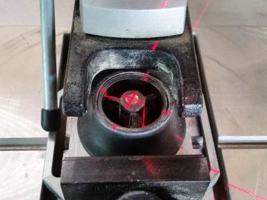 Tischbohrmaschine mit Laserkreuz