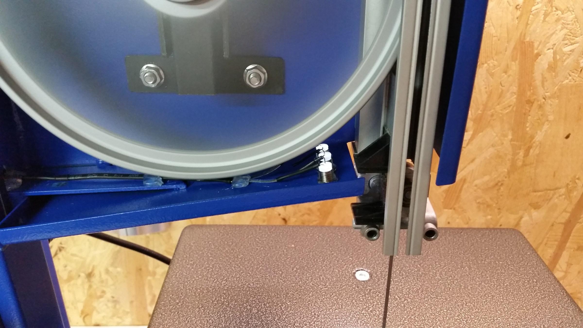 LED-Beleuchtung in Bandsäge einbauen