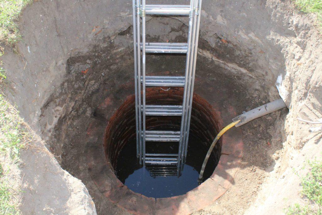 Brunnen im Garten reinigen