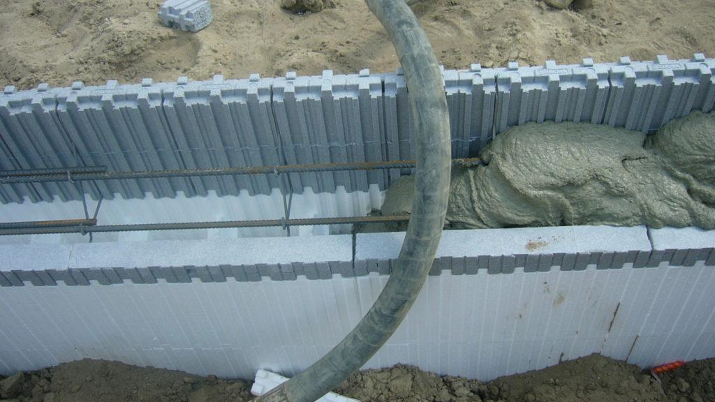 Pool mit Styroporsteinen bauen