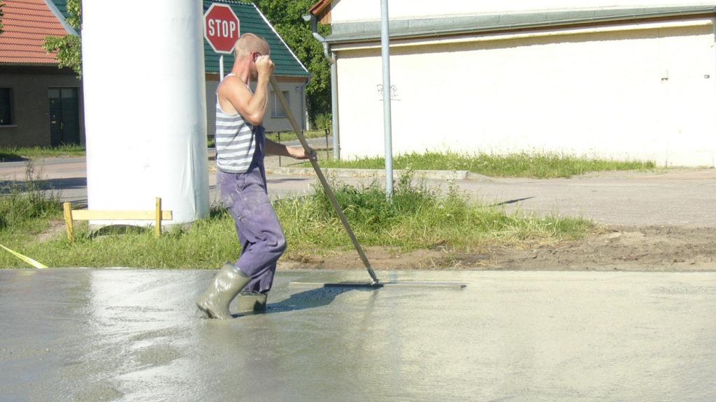 Pool bauen Bodenplatte